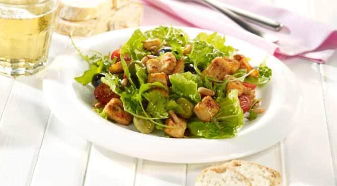 Valess Bunter Salat mit Valess Geschnetzeltem