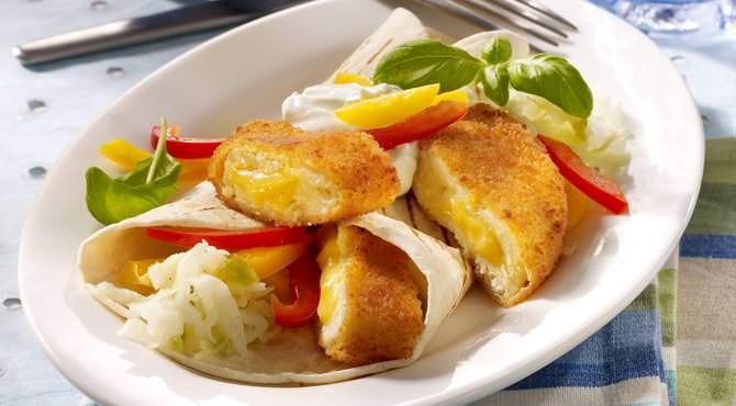 Valess Valess Gouda in Tortilla Wraps mit Krautsalat, buntem Paprika und Sour Cream
