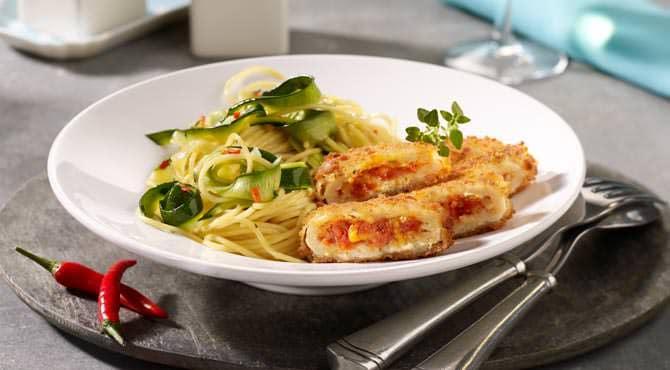 Valess Valess Tomate & Mozzarella mit Spaghetti und Zucchinistreifen