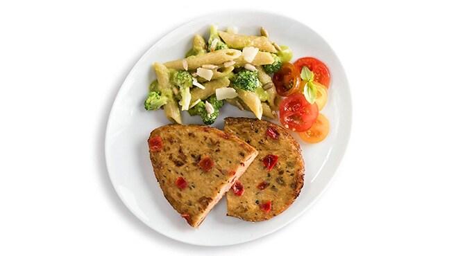 Valess Valess Veggie & Herbs mit Brokkoli-Pesto-Pasta und buntem Tomatensalat